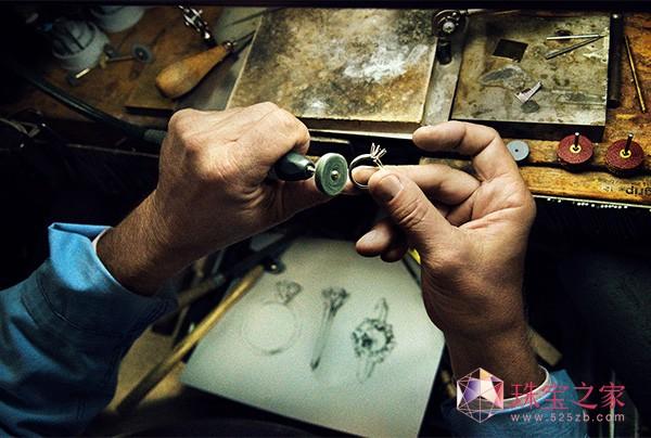 Tiffany & Co. 蒂芙尼:130年璀璨传奇