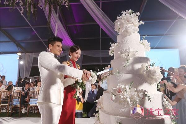 刘诗诗吴奇隆配戴戴比尔斯于巴厘岛谱写幸福圆满