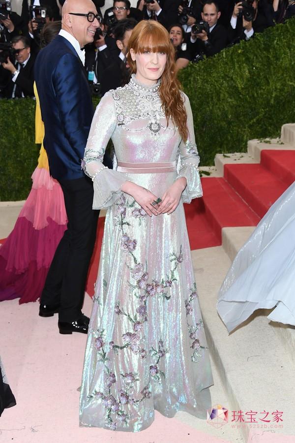 古驰腕表首饰形象大使Florence Welch出席Met Ball