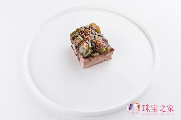 他也会将这近两年的珍贵成果带到北京、迪拜以及上海三地的宝格丽酒店的餐饮文化中