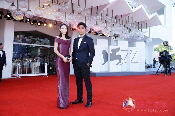 《米花之味》主角英泽搭配Boucheron亮相威尼斯电影节红毯
