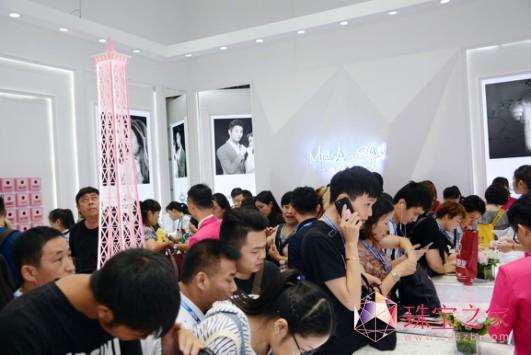 3000万私人飞机助阵:MLE超级婚戒引爆深圳珠宝展图片5.png