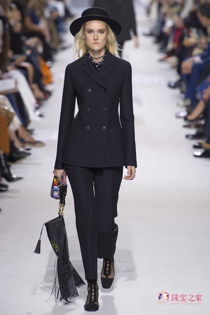 多彩多姿,Christian Dior 2018春夏系列时装秀