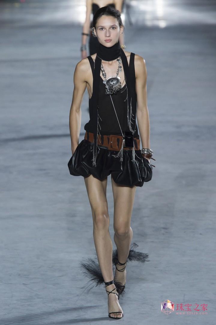 圣罗兰 巴黎时装周 埃菲尔铁塔 春夏 时装秀 性感 神秘