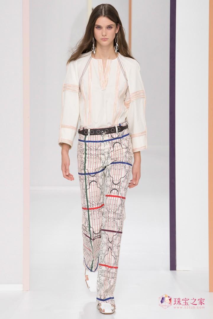 法国奢侈品牌 Hermes(爱马仕)于巴黎时装周发布2018春夏系列时装秀