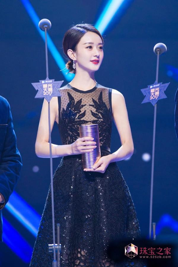 赵丽颖佩戴戴比尔斯珠宝优雅出席2017星光大赏
