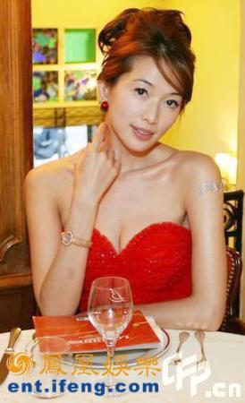 林志玲代言名表:低胸装媚 气质优雅