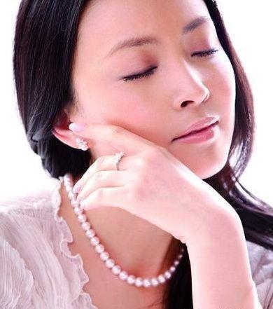 刘威葳演绎珠宝诱惑 尽显女人味