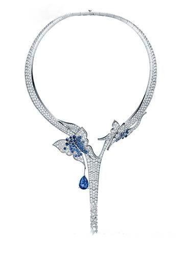 新娘项圈式项链的完美佩戴