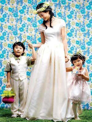 李多海婚纱照 演绎甜美可爱新娘