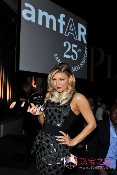 Fergie参加颁奖典礼