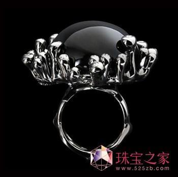来自欧美新锐U乐娱乐官网师的创意珠宝