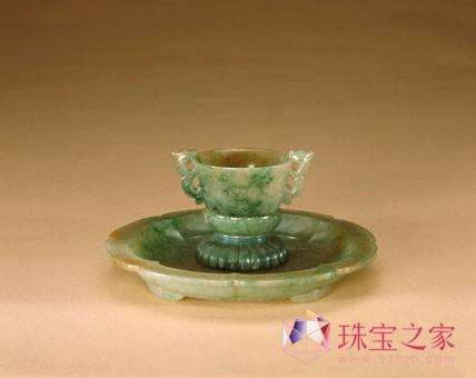 翡翠乾隆款龙纹杯盘,清,杯高5厘米,口径7厘米,盘径18.5厘米
