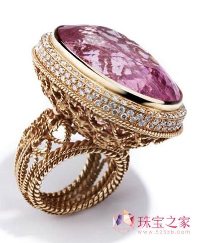 这些珠宝设计精巧,宝石运用极其贴切,每一个热爱大海的人也一定渴望