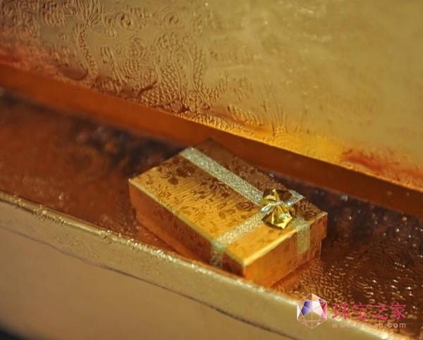 北京王府井工美大厦安装的黄金ATM机