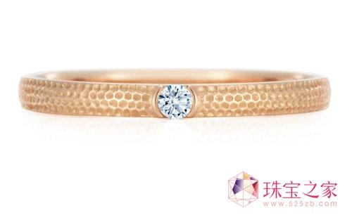 镶白钻粉金指环