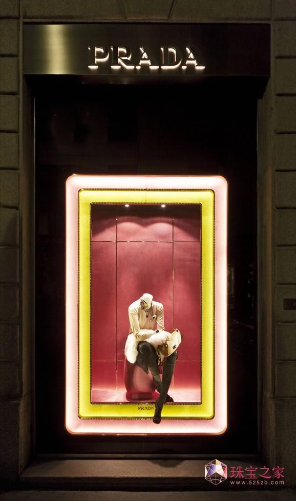 普拉达2011米兰圣诞橱窗:如珠光宝盒般的璀璨闪耀