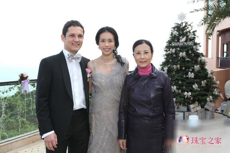 莫文蔚补办结婚派对 外国丈夫也行中国礼