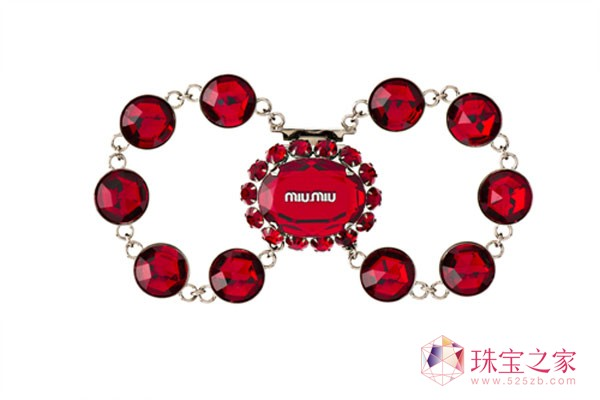 Miu Miu推出限量版龙年新年礼品