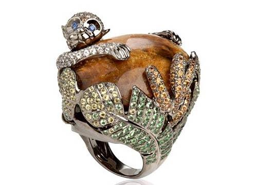 戒指:动物的造型一向是珠宝设计师的最爱,这枚戒指采用了18ct玫瑰金