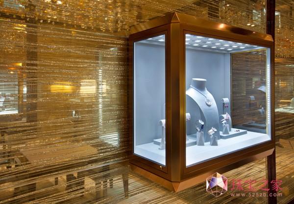 全新的金色调珠宝饰柜用上格拉夫标志性钻石切面