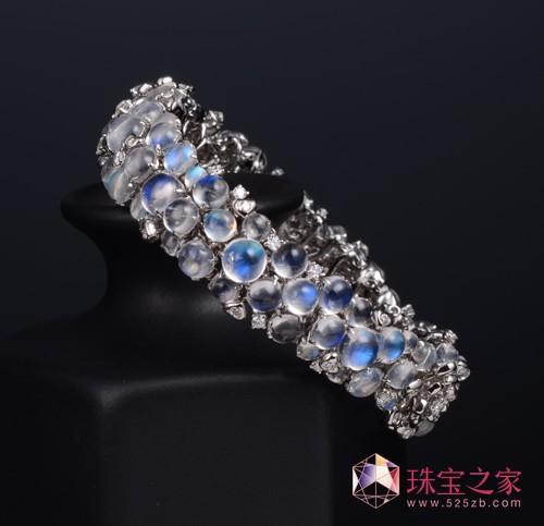 曾郁雯珠宝作品:月光石手环
