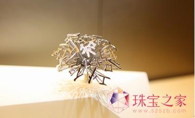 曾获得2012年中国珠宝首饰设计与制作技能竞赛最佳创意奖