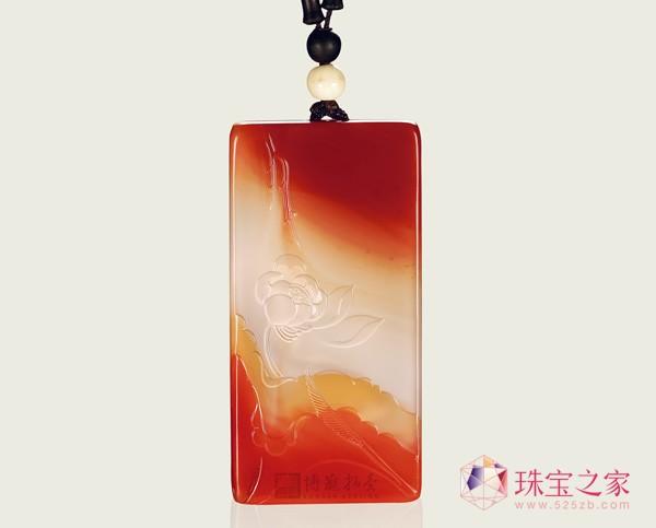 罗光明作品 南红玛瑙暗香浮动挂件 成交价59800元2013北京博观春拍:玉雕市场理性,名家作品受追捧