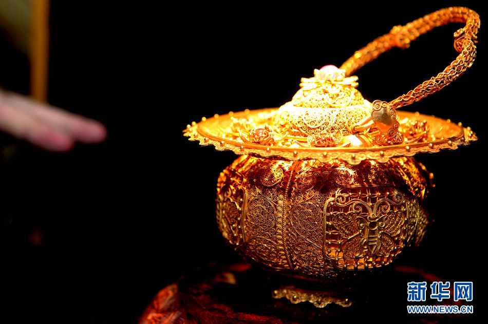 """""""千年的印记""""古董艺术珠宝展在上海外滩举办"""