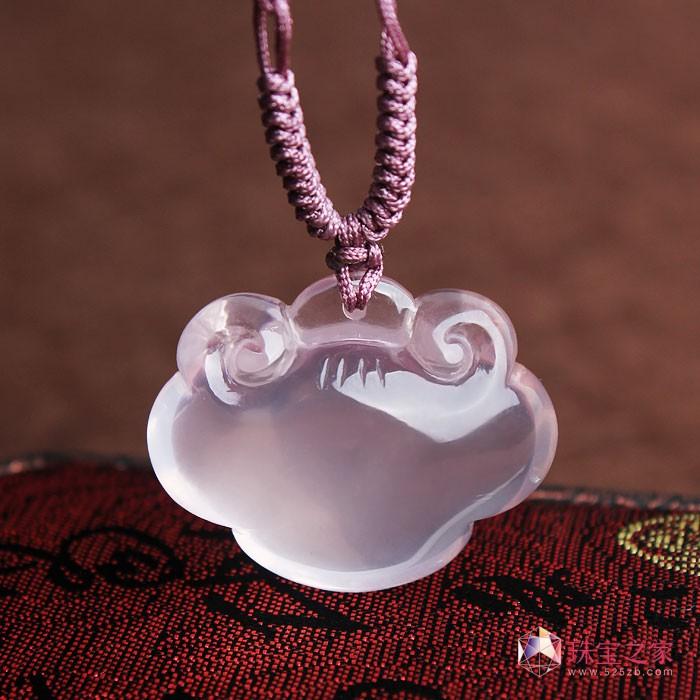 广州市面的天然水晶首饰价格昂贵.