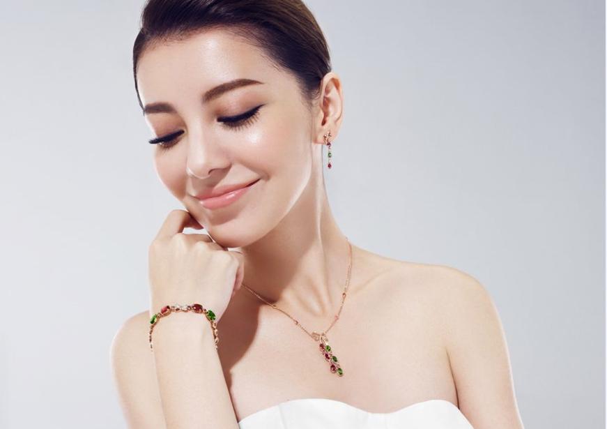 珠宝设计 商业作品 > 正文  兴许真正宠爱一个人,即是像他们这样,对自