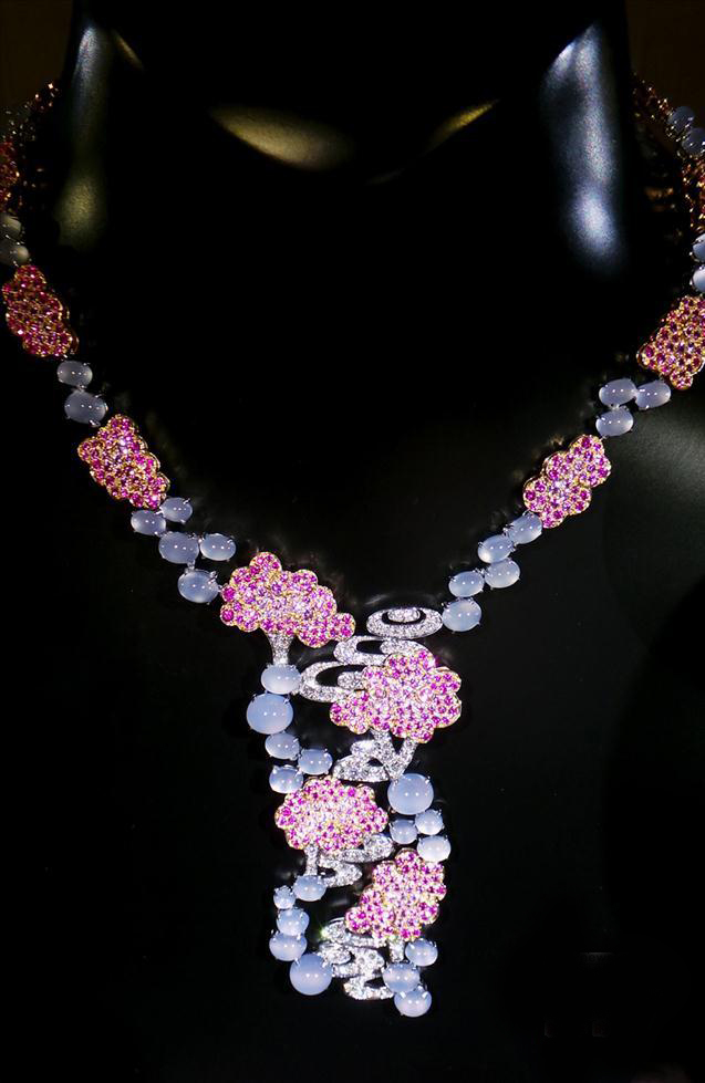 """""""金手匠心至臻之艺""""梵克雅宝(VanCleef& Arpels)年度高级珠宝展在北京开展"""