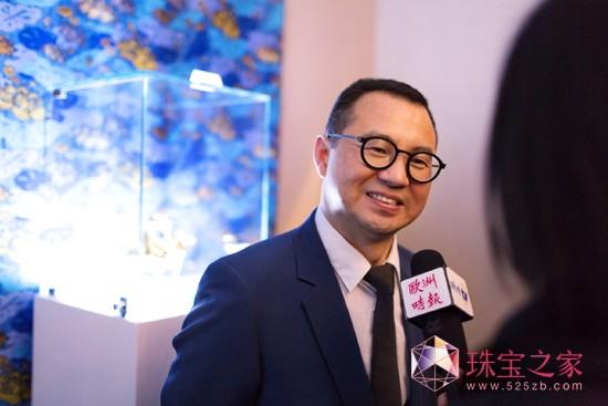 TTF董事长吴峰华先生在欢乐春节 中国风格2014TTF马年生肖珠宝设计展开幕仪式上接受媒体访问