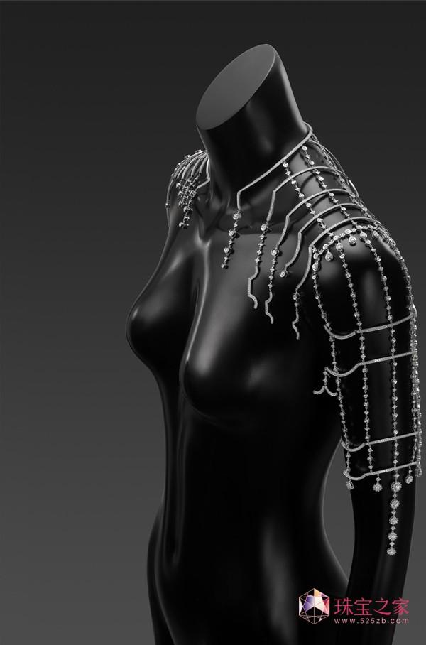 紫禁之巅(肩饰)金伯利钻石2015上海国际珠宝首饰展览会精品亮点前瞻
