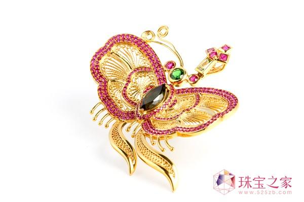 翠绿公司以独创的�钻石花丝工艺�解决了传统花丝首饰的高工费、难以量产等问题。2