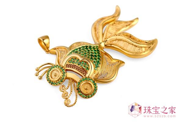 翠绿公司以独创的�钻石花丝工艺�解决了传统花丝首饰的高工费、难以量产等问题。4