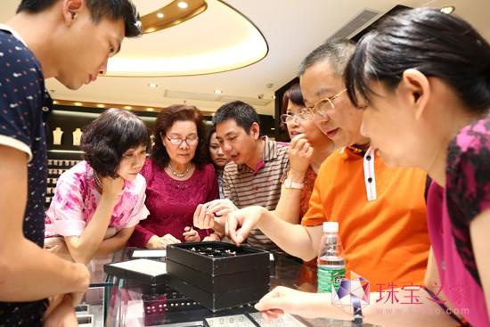 深圳市佳翠珠宝首饰有限公司董事长陈仙西就翡翠的亚洲城ca272价格和收藏价值等个人心得与大家共同分享