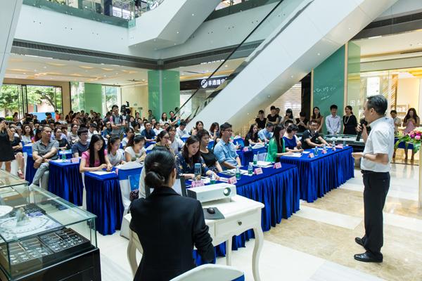 深圳市佳翠珠宝首饰有限公司董事长陈先西推介新品