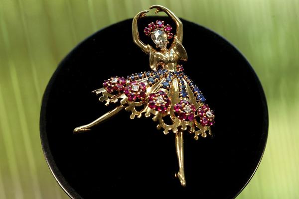 梵克雅宝致庆中法文化之春 礼赞芭蕾艺术之美