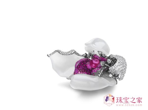 《希望》18K金镶新疆和田羊脂籽玉、钻石、红碧玺及红宝石胸针