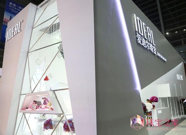 """爱迪尔展馆以其独特的设计""""点""""燃珠宝展"""