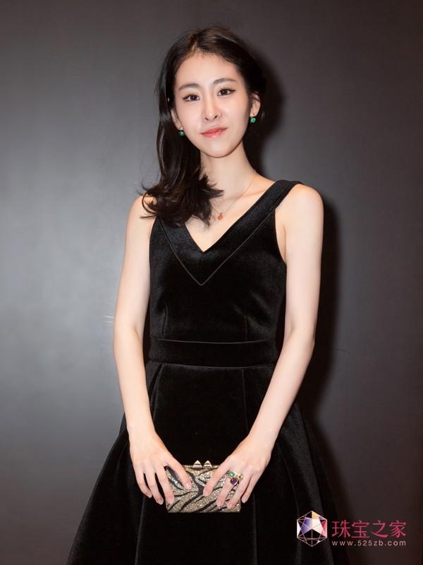 张碧晨佩戴POMELLATO珠宝 亮相时尚颁奖礼