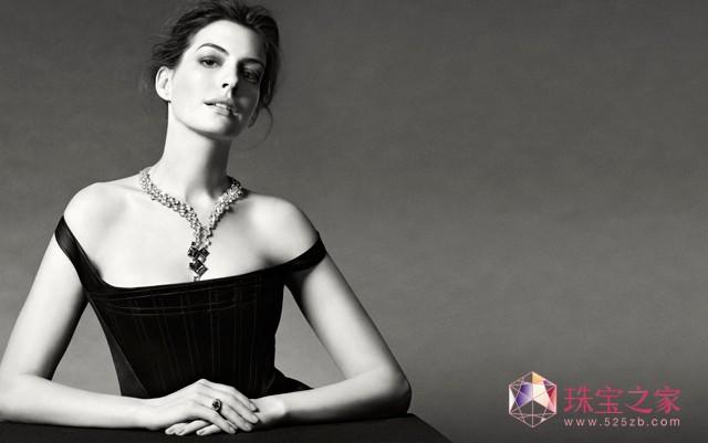 婚礼唯美浪漫,安妮 海瑟薇佩戴千叶高级珠宝化身最美