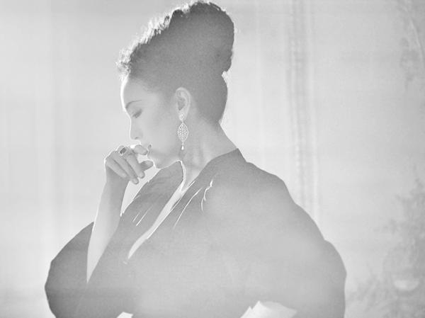 Piaget伯爵此番诚邀巩俐倾情献映Secrets & Lights高级珠宝系列短片