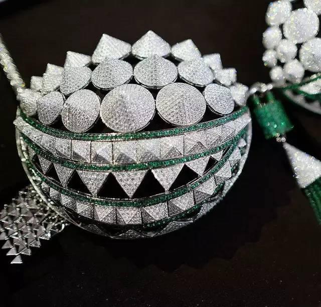 维秘秀20款天价珠宝Bra 宝石色彩的荣耀!