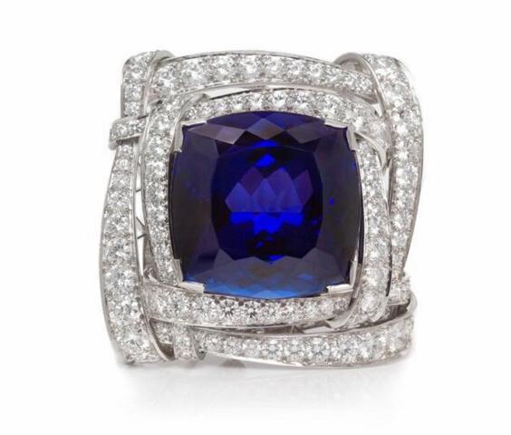 104颗圆形切割钻石,总重6.88克拉