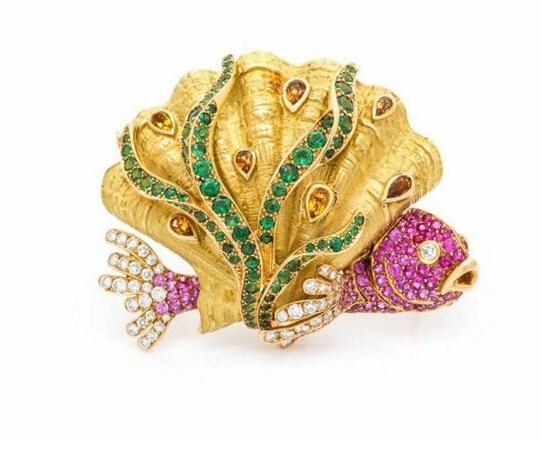 金质胸针,by Chanel估价:2万-3万美元呈贝壳和海鱼造型