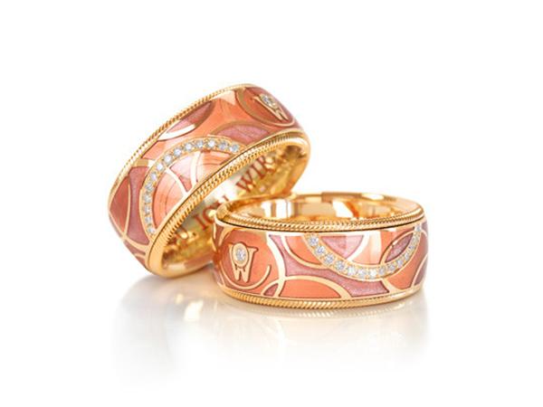 """华洛芙Wellendorff珠宝品牌推出全新18K黄金指环""""我们"""""""