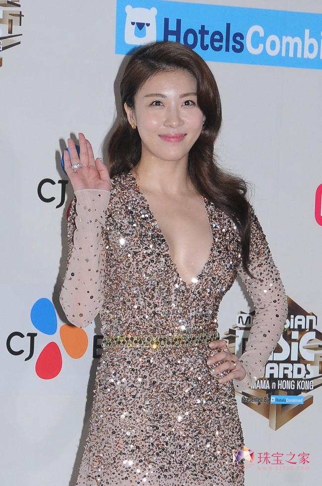 河智苑佩戴Piaget伯爵珠宝灿耀2016 MAMA亚洲音乐大奖