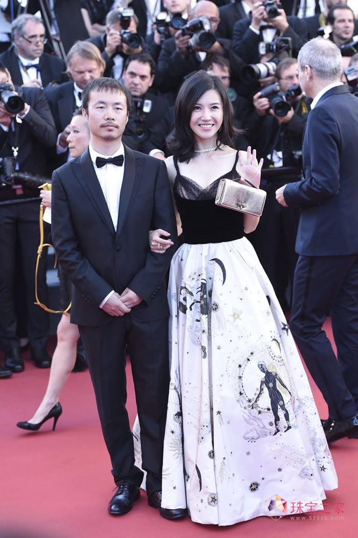 杨子姗佩戴Chopard萧邦珠宝出席戛纳电影节
